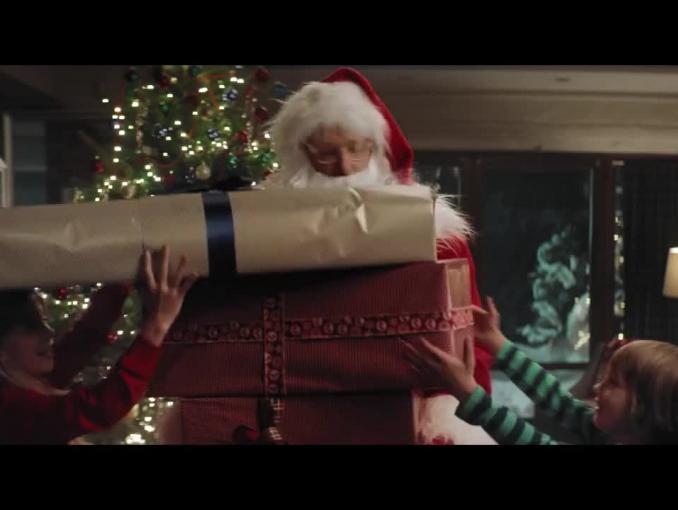 Szymon Majewski jako Święty Mikołaj w bożonarodzeniowym spocie Plusa