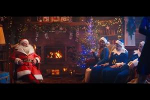 Święty Mikołaj imprezuje w reklamie Pepsi