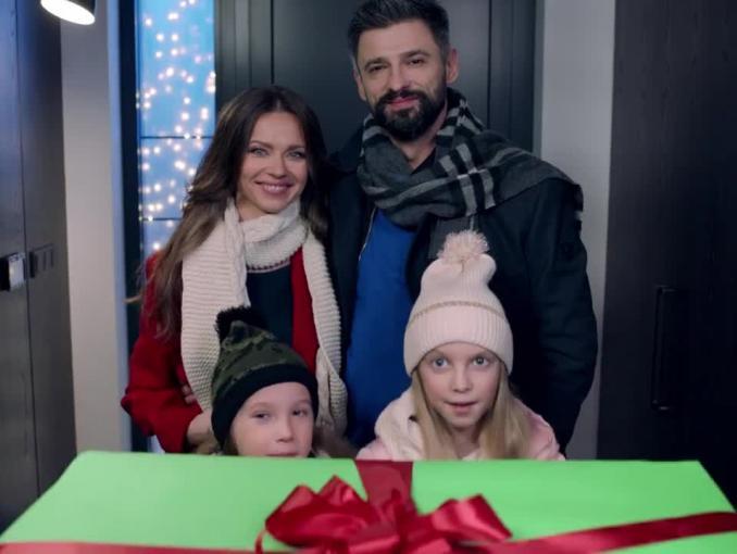 Prezent dla Szymona Majewskiego - Świętego Mikołaja w reklamie Plusa