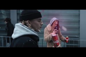 Odkrywanie lata zimą w reklamie Coca-Coli Lime i Cherry