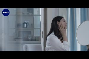 Monica Bellucci reklamuje kosmetyki przeciwzmarszczkowe Nivea