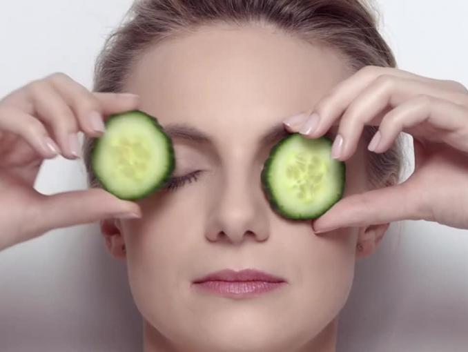 Sylwia Gliwa reklamuje serum pod oczy Bioliq