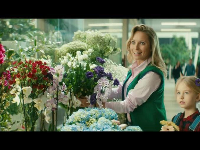 Miód i kwiaciarnia w reklamie Plusa dla Firm