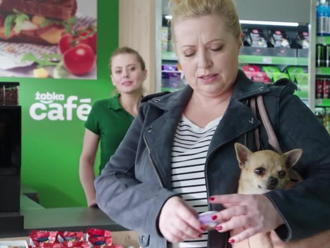 Żabka: reklama o spacerze z psem