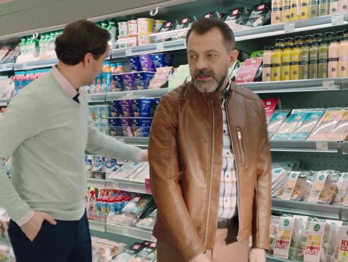 Właściciele baru w reklamie Żabki