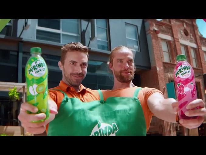 Mirinda Mix-It reklamowana w nowych smakach