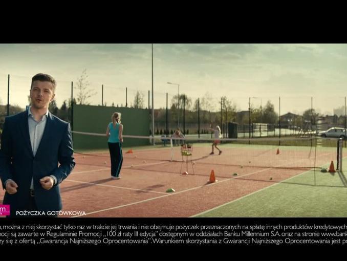 Radosław Kotarski na meczu tenisa promuje pożyczkę w Banku Millennium
