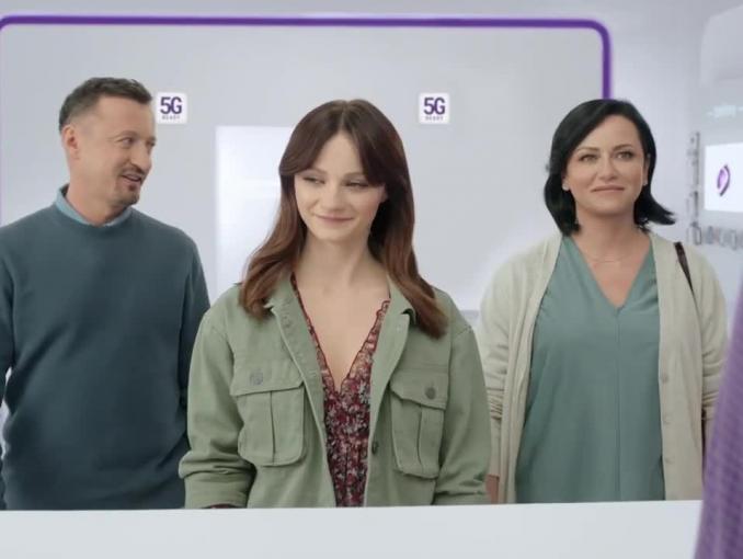 Adam Małysz z żoną i córką w spocie Play Homebox