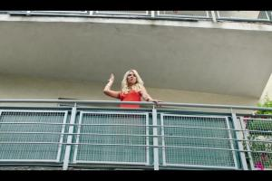 Plushak odbija dziewczynę raperowi w spocie Plush na kartę
