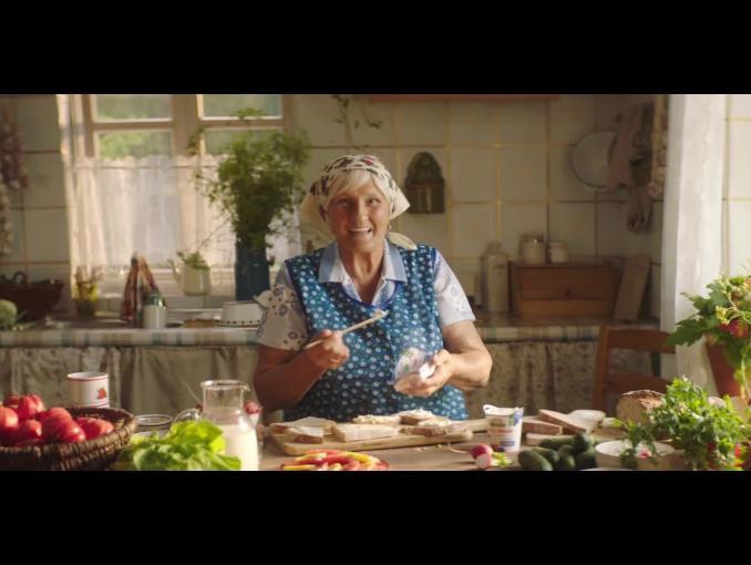 """OSM Piątnica przekonuje, że """"śniadanie to podstawa"""" - spot z dziadkiem i wnuczkiem"""