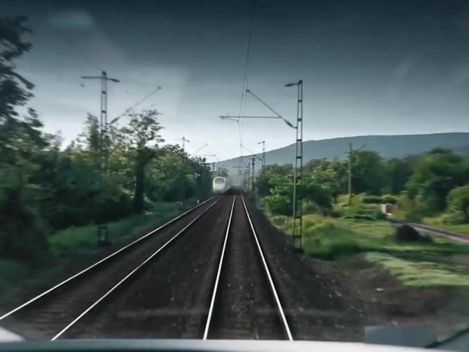 Maszynista pociągu w reklamie Apap