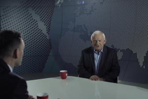 """Tomasz Machała pytany przez polityków w spocie """"Newsroomu"""""""
