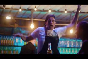 Taneczny vibe w reklamie Desperadosa