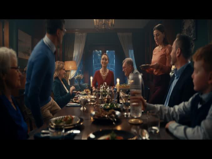 """Rodzinna kolacja """"bez etykiet"""" w kampanii InPost"""