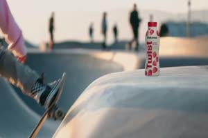 """Bakoma promuje Twista hasłem """"zero ściemy, 100% jogurtu"""""""