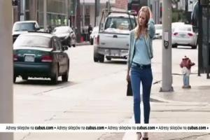 Każde piąte spodnie gratis - reklama odzieży Cubus