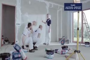 Mamed Khalidov i lekcja o ścianach w reklamie Acryl-Putz Śnieżki
