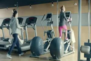 Kulesza i Kluźniak na siłowni reklamują konto w ING Banku Śląskim