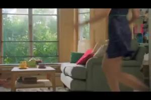 reklama herbaty Liptona z gryzieniem filiżanek