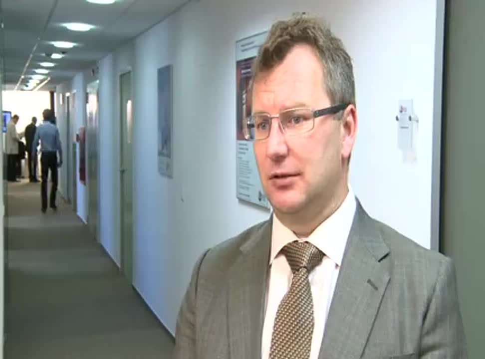 Polacy coraz chętniej kupują ubezpieczenia w bankach