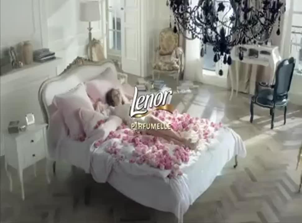 """Tydzień luksusowej świeżości"""" w reklamie Lenor Parfumelle"""