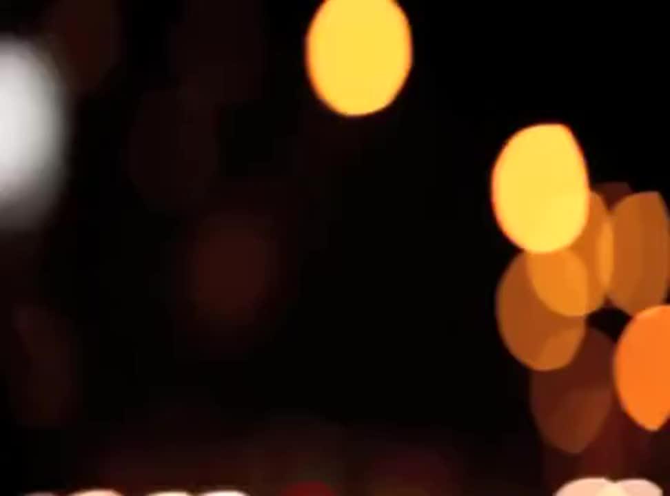 """Ferrero Rocher """"dodaje Świętom magii"""" iluminacjami na billboardach"""