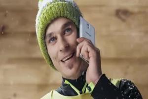 Piotr Żyła na szczycie reklamuje promocję Samsunga i Orange