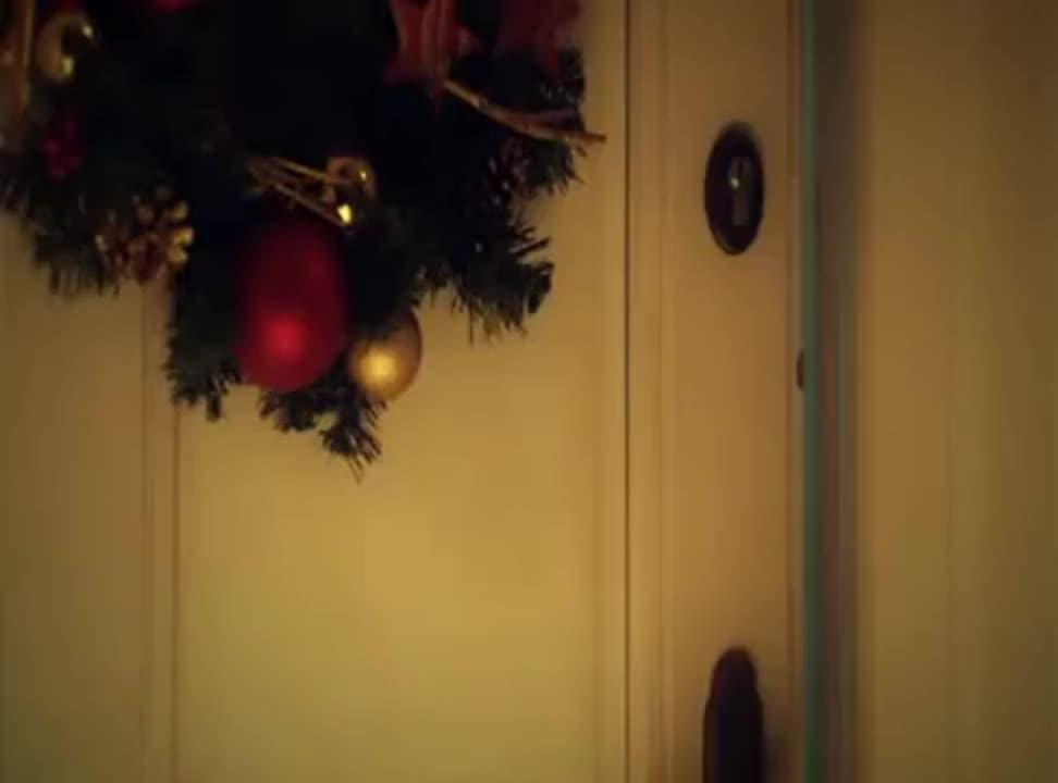 Henio i Krysia śpiewają kolędę w bożonarodzeniowej reklamie Tesco