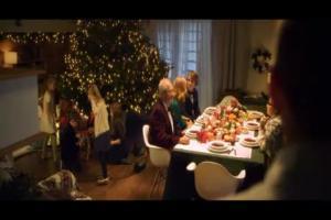 Karol Okrasa przy wigilijnym stole reklamuje Lidl