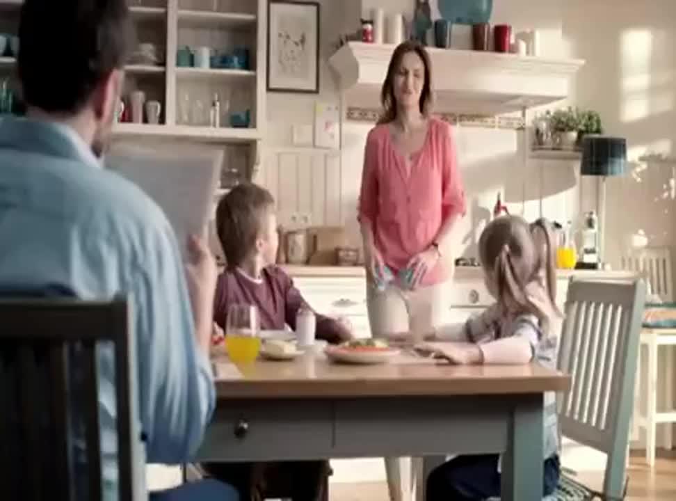 Rodzinne nawyki reklamująi jogurty Danone