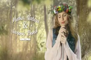 Matka Natura śpiewa z sarenkami w reklamie Hortexu