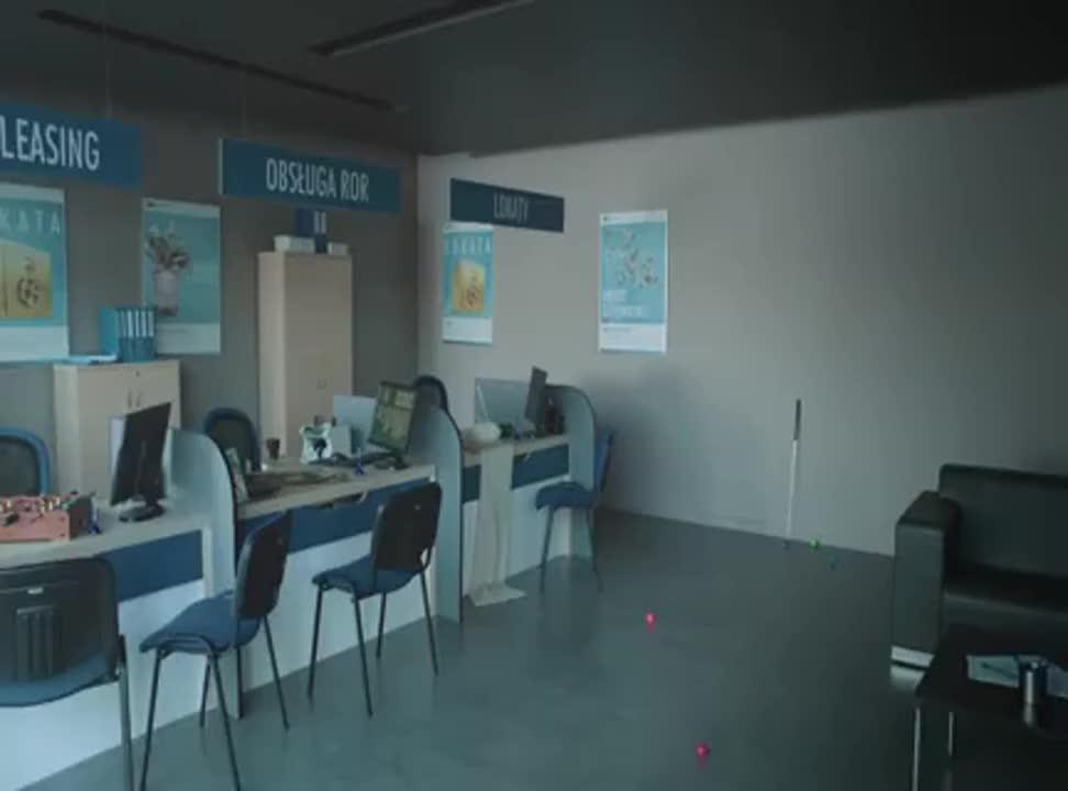 Orange Finanse - reklama z pracownikami banku płacącymi telefonem