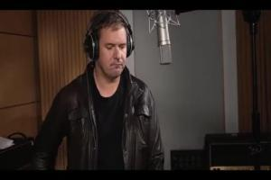 Karolak śpiewa hit Brathanków w kampanii nielimitowanego LTE w Orange
