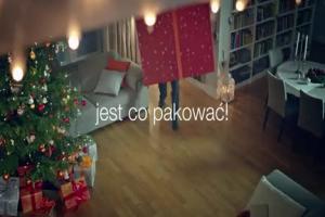 Rodzinka.pl pakuje prezenty w reklamie Orange