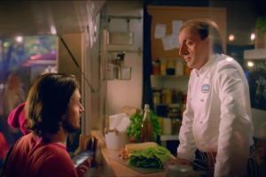 Śledzik na raz zamiast burgera - Michel Moran znów reklamuje Lisnera