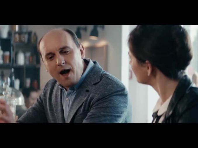 Adam Woronowicz po francusku reklamuje pożyczkę w ING Banku Śląskim