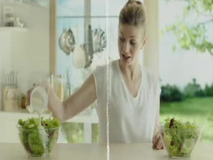 Bakoma reklamuje jogurt Naturalny Gęsty jako lżejszy od śmietany