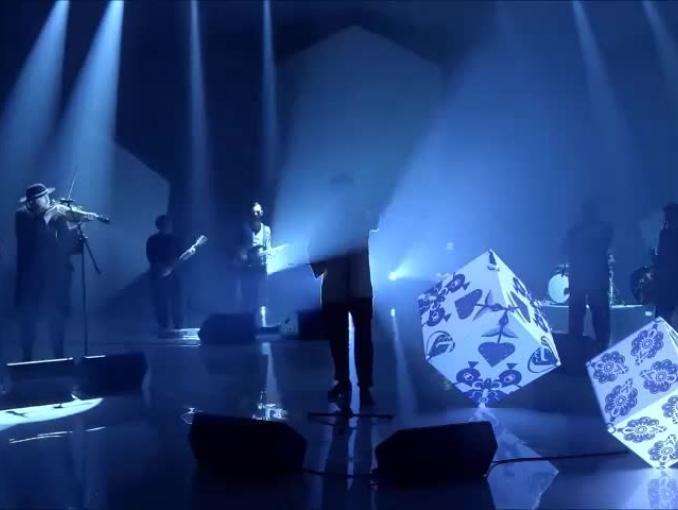 Sebastian Karpiel-Bułecka z Zakopower w muzycznej reklamie Play na Kartę