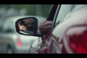 Monolog Bogusława Lindy w korku reklamuje Renault Kadjar