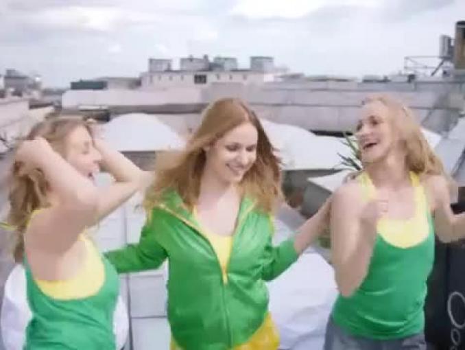 Letni taniec reklamuje wodę Żywiec Zdrój Smako-Łyk