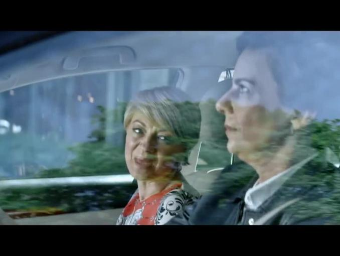 Taksówka z Agatą Kuleszą i pasażerem z dronem w reklamie ING Banku Śląskiego