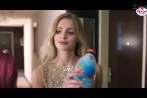 """""""Smakuj życie"""" w reklamach wody Veroni Mineral"""