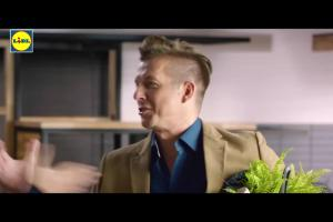 Pożegnalna reklama Lidla z Pascalem Brodnickim i Karolem Okrasą