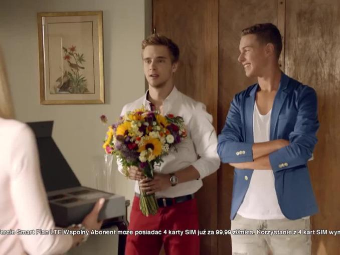 """Prezent dla babci i dziadka z """"Rodzinki.pl"""" reklamuje Smart Plan LTE w Orange"""