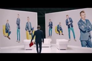 Dziennikarskie próby Karola Okrasy w reklamie Lidla