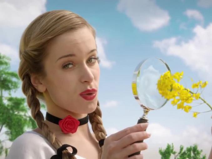Ludowy rejs po polu rzepakowym reklamuje Olej Kujawski