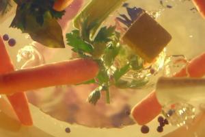 Kobieca historia dorastania reklamuje rosół drobiowy Winiary