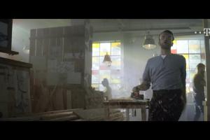 Hit od T-Mobile - Tomasz Kot śpiewająco reklamuje ofertę T-Mobile dla firm