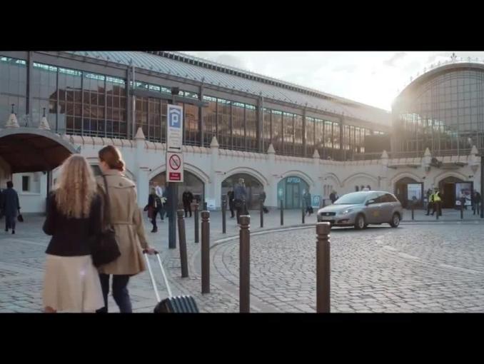 """Dworzec jak z """"Lokomotywy"""" Tuwima reklamuje PKP i PKP Intercity"""