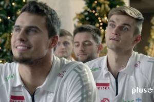 Stephane Antiga rozdaje siatkarzom prezenty w reklamach internetu LTE w Plusie